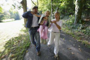 Bad Schwalbach Familie beim Wandern