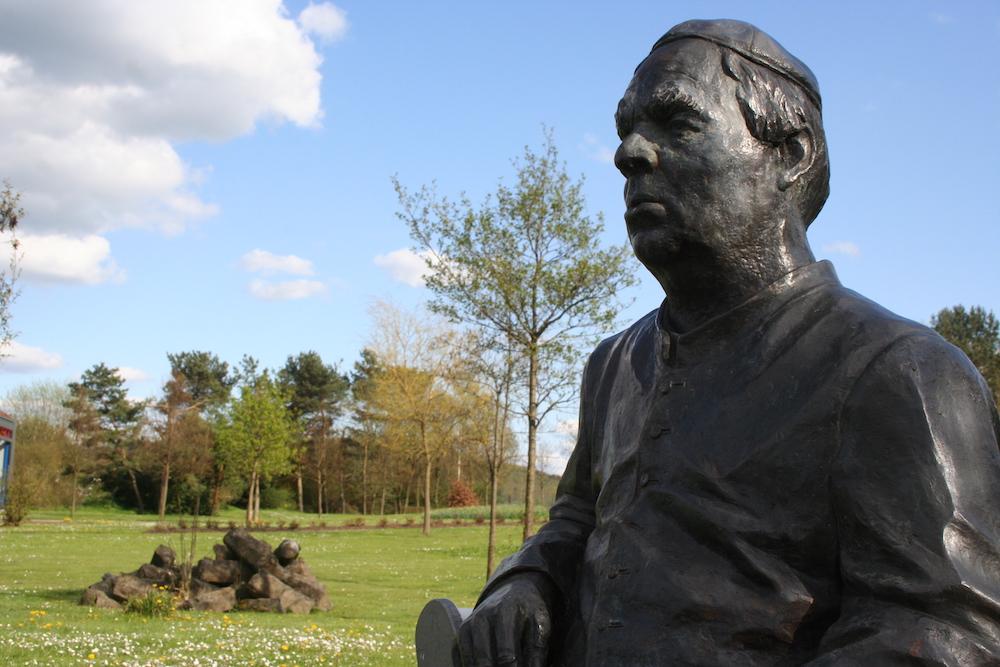 Kneipp Bronze Statue in Naumburg