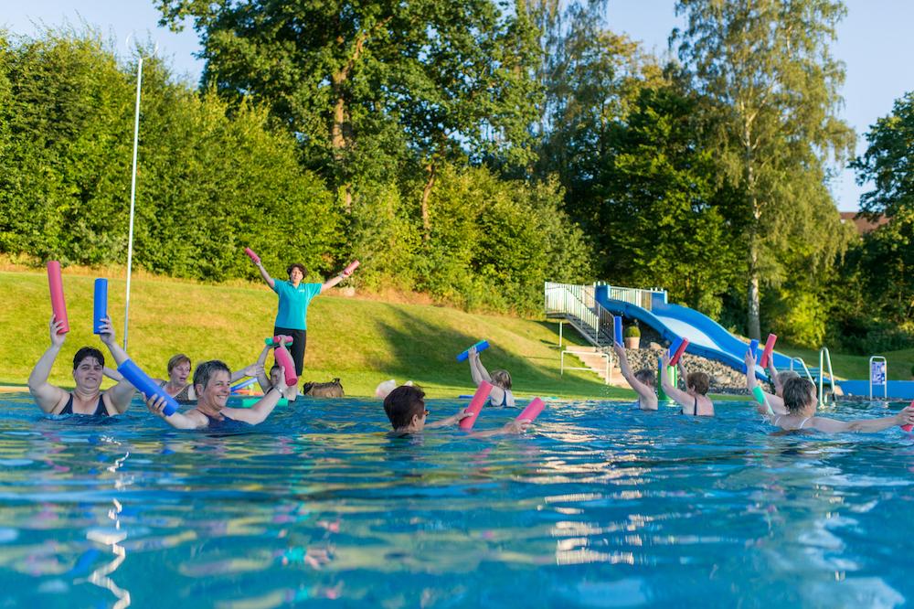 Schwimmen in Naumburg Freibad Wassergymnastik