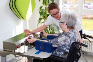 Aatalklinik das Armlabor wieder bewegen lernen