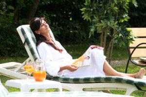 Hotel Bären Wellness auf der Liege die Sonne genießen