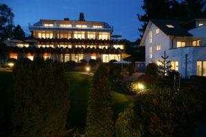Kneipp- & Vital-Hotel Röther bei Nacht am Bodensee