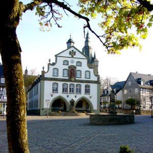 Brilon Markt Rathaus und Stadtturm