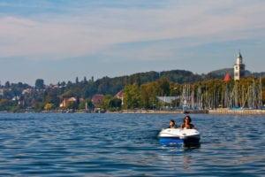 Weiskirchen Hotel Seehof Tretboot Hafen